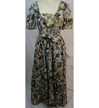 09e198a2eec16 Droopy and Brown's Floral Dress Droopy and Brown's - Size: 14 -  Multi-coloured