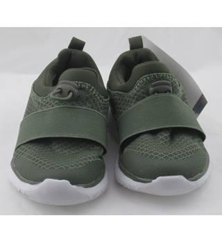 7b28a45a78e NWOT M&S Kids, size 5/21.5 khaki lightweight trainers