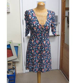 4ae05f9989f50 Topshop Floral pattern Summer Dress Size 8