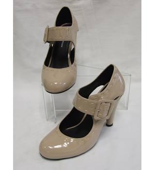 cff57e42ec4d Women' s Kurt Geiger Round Toed Court Shoes: Size 3 Kurt Geiger - Size