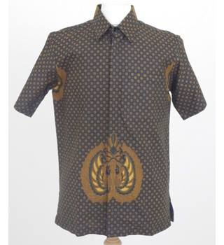 49ea4b7d Rama Mukti Size M black and bronze starred short sleeved shirt