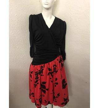 b9d55a6b Vintage Dress - Size: 12 - Black & Red