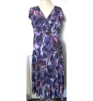 79780d6e9c9eb Per Una - Size: 16 - Purple - Calf length