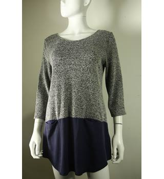 1042bcc9 Women's Vintage & Second Hand Shirts & Blouses - Oxfam GB