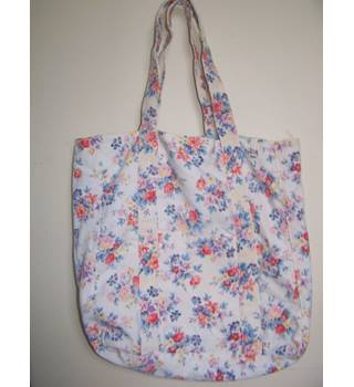 ca1acd3e804 New Look White & Blue/Red/ Pink Floral Patterned Tote Bag