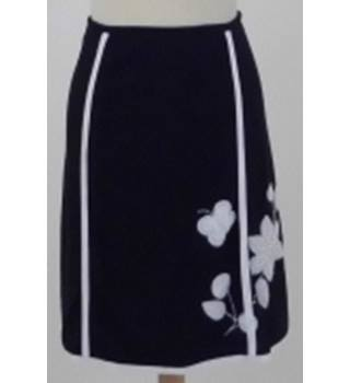 a9b713127 Almost Famous Size 12 Black and White Sequinned Knee length skirt