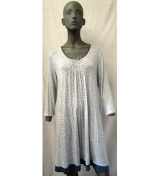 94f498429f2 Women's Vintage & Second-Hand Sleepwear - Oxfam GB