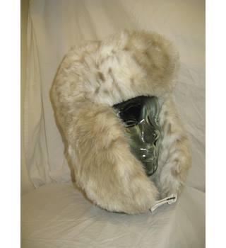 01993566a2d879 Barts Fur Deluxe Hat (Faux Fur) BARTS - Size: One size - Beige