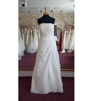 ac366c0ca37 Second-Hand & Vintage Wedding Dresses - Oxfam GB