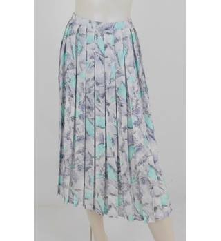 b6e6e0a018 Planet Size: 12 Peppermint Green Abstract Pleated Skirt