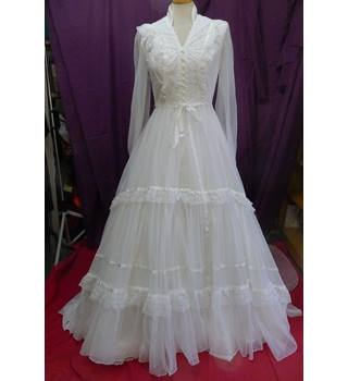 03eccc5acd2c Vintage Pronuptia Wedding Dress with Veil and Underskirt - Size 8, 1970's