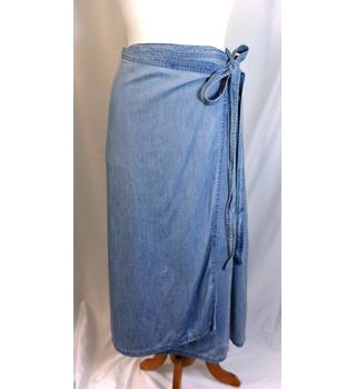 ec549058d6 Gap Denim Skirt Gap - Size: L - Blue - Knee length skirt