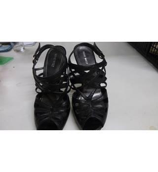 aa06e28f5df7 Nine West stilleto heeled shoes by Kurt Geiger size 9 Kurt Geiger /  Eqestrian - Black
