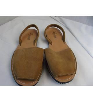 a825627a0fd3 Women's Second Hand & Vintage Shoes, Boots & Sandals - Oxfam GB