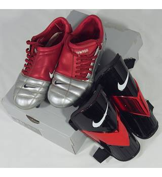 749c236270c8 Nike Total 90 III Football Boots and Shin Pads - Size 4 Nike - Size: