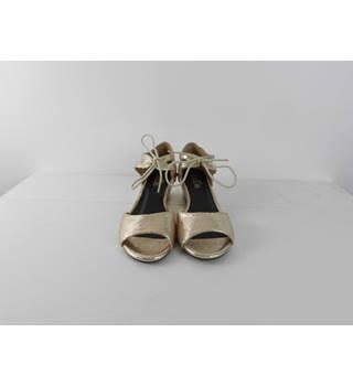 24fda912fac08 Women's Second Hand & Vintage Shoes, Boots & Sandals - Oxfam GB