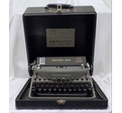 Remington Rand Noiseless Model 7 Typewriter - Serial No H200015 - Year: 1932 - with carry case