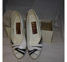 HB Shoes Peep toe, wedge shoes White / black t Size: 3