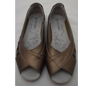 Pavers Peep toe slip on shoe Bronze Size: 6