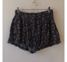 Warehouse Short flared floral shorts Green / Purple Size: 28""