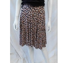 Warehouse flirty short skirt floral pattern Size: 10