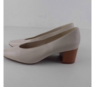NWOT Marks & Spencer Court Shoes Cream Size: 4.5