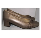 elegance shoes gold Size: 4
