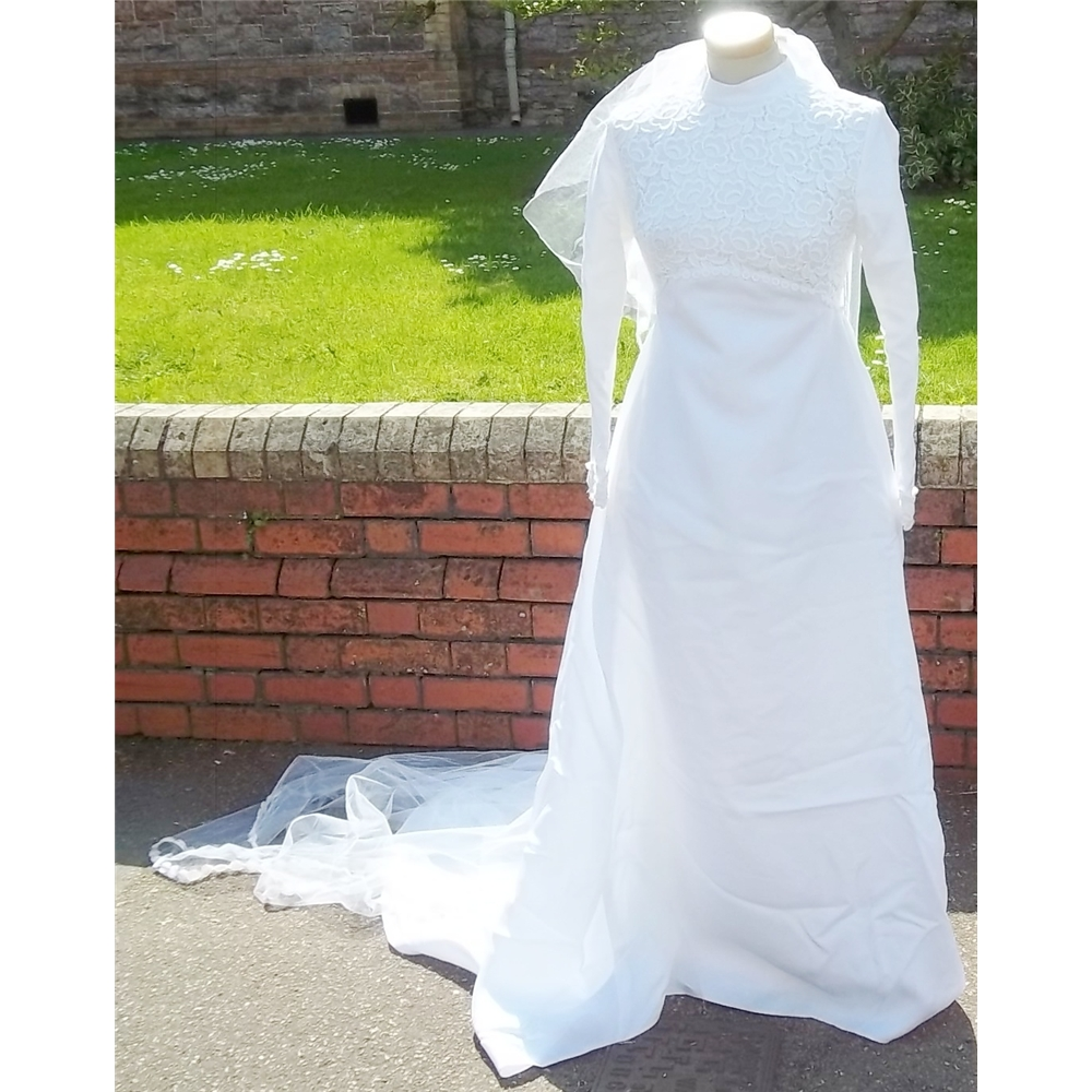 """Vintage Size Bust 32"""" White Wedding Dress, Veil And Head"""