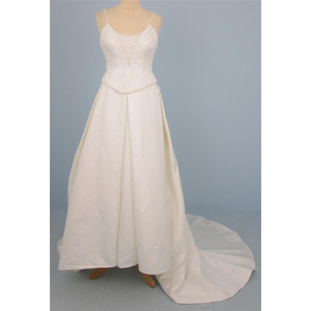 A&T size 12 ivory cream full skirt wedding dress | Oxfam GB ...