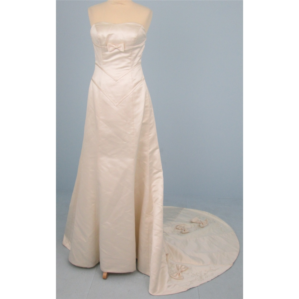 Size M rich ivory cream strapless wedding dress with applique and ...