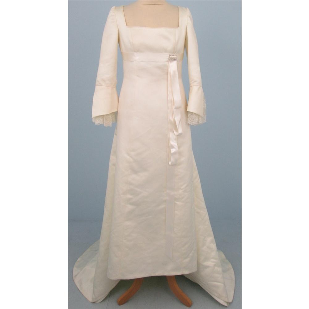 Higar Novias size: 10 cream/ivory wedding dress | Oxfam GB | Oxfam\'s ...