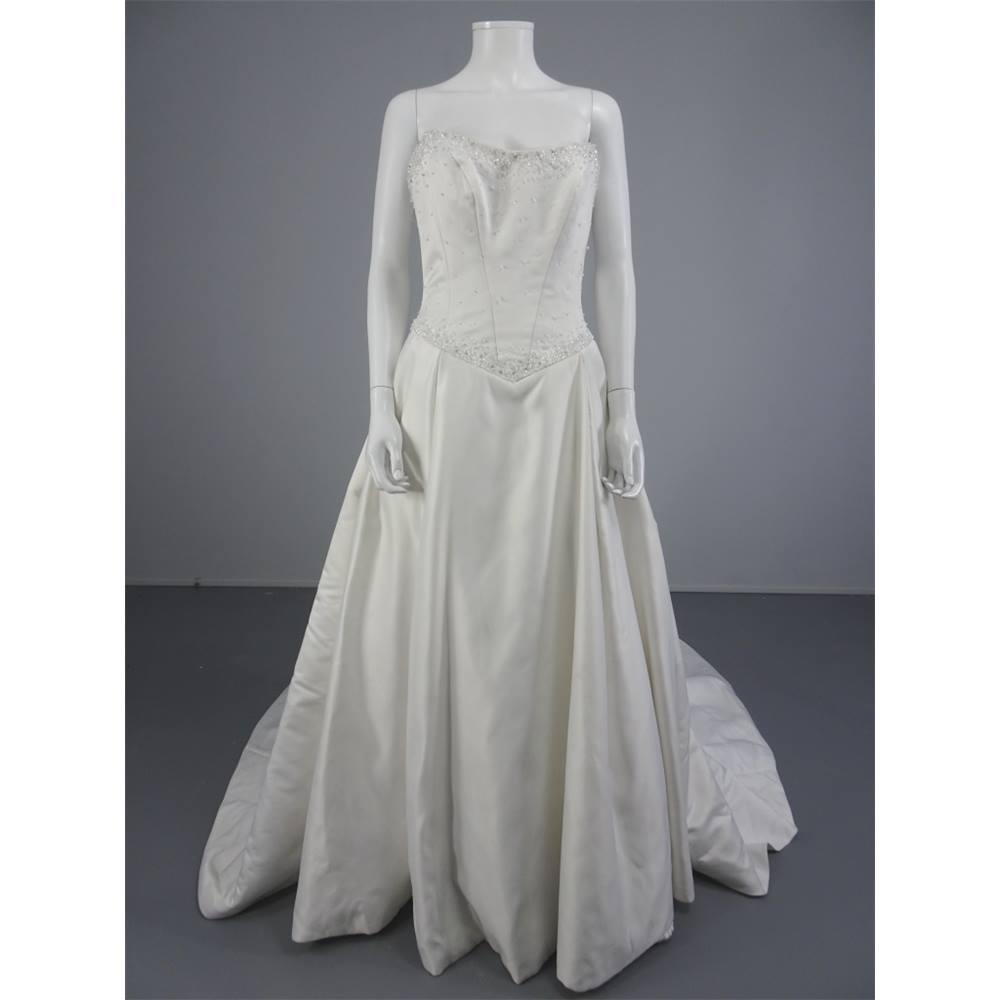 Stunning Essence Light Ivory Princess Size 12 Wedding