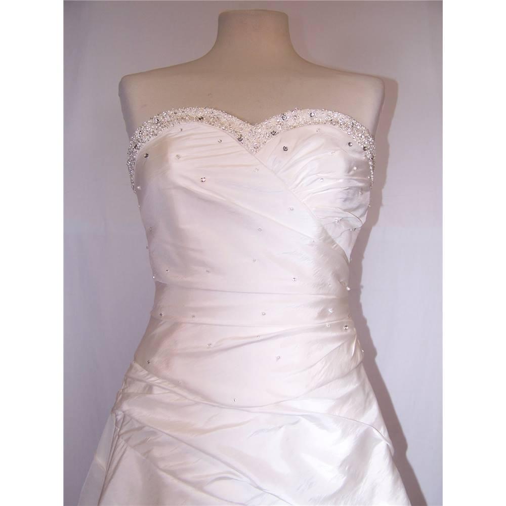 Imogene size 10 white wedding dress full skirt oxfam for Oxfam wedding dress shop