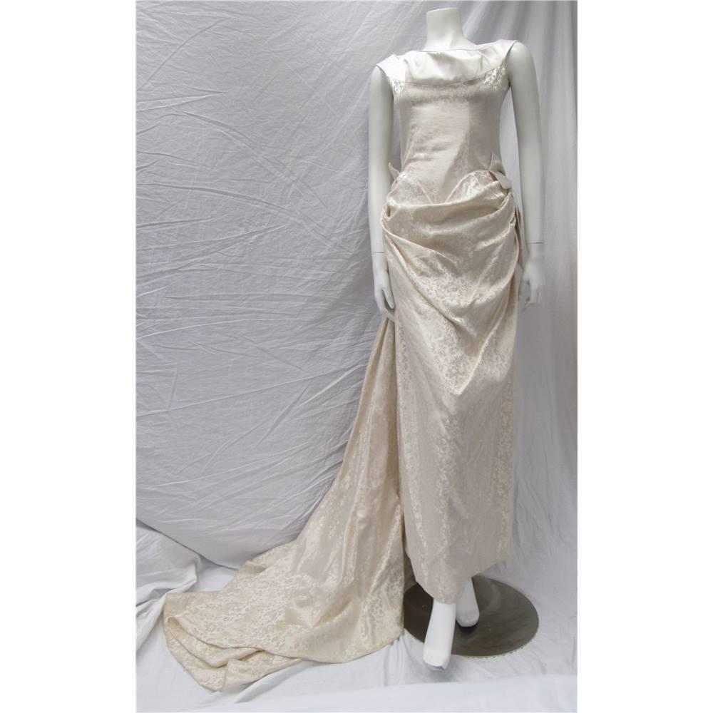 Dizzie lizzie size 12 cream wedding dress dizzie for Oxfam wedding dress shop