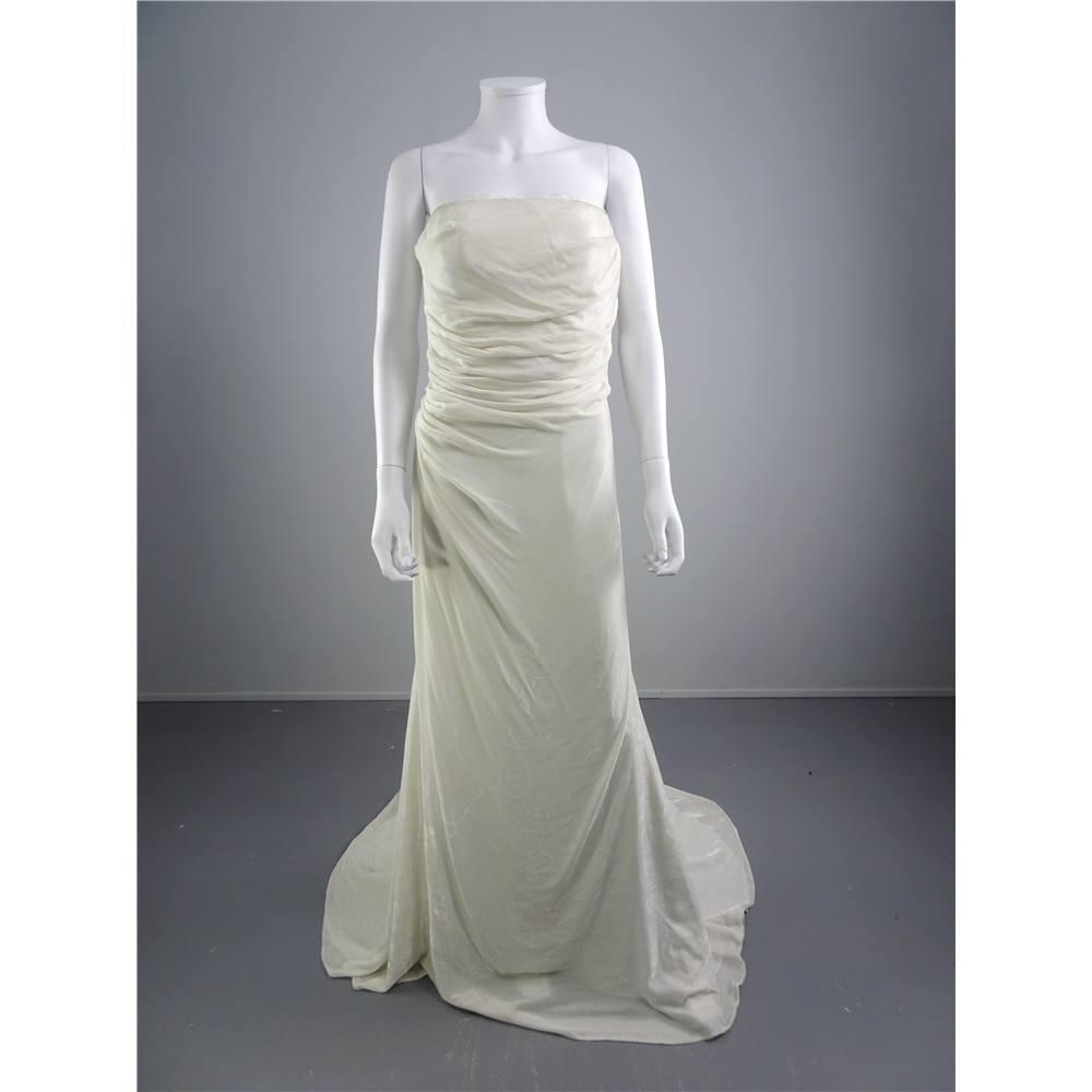 Harriet de prag ivory size 12 velvet look wedding dress for Oxfam wedding dress shop