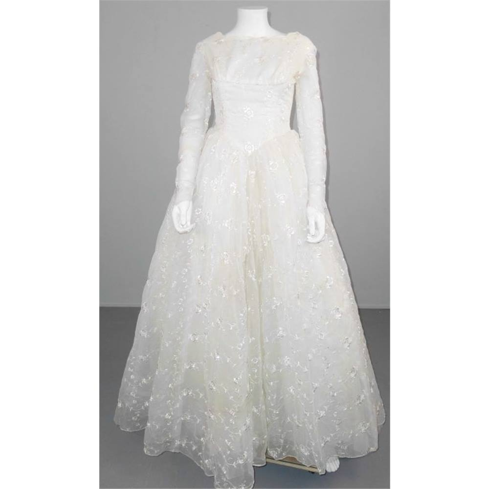 Vintage 1960s Size 10 Long Sleeved White Wedding Dress For
