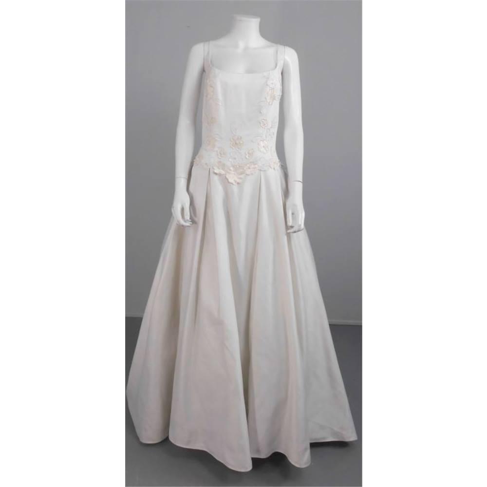Full Skirt Wedding Gowns: Alfred Angelo Classic Size 14 Full Skirt Wedding Dress