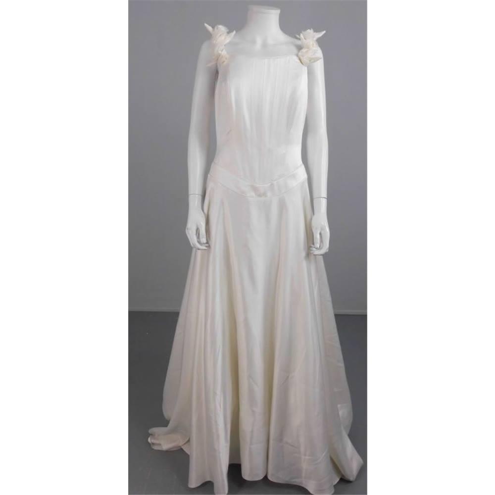 Ronald joyce size 14 ivory 39 dante 39 a line wedding dress for Oxfam wedding dress shop