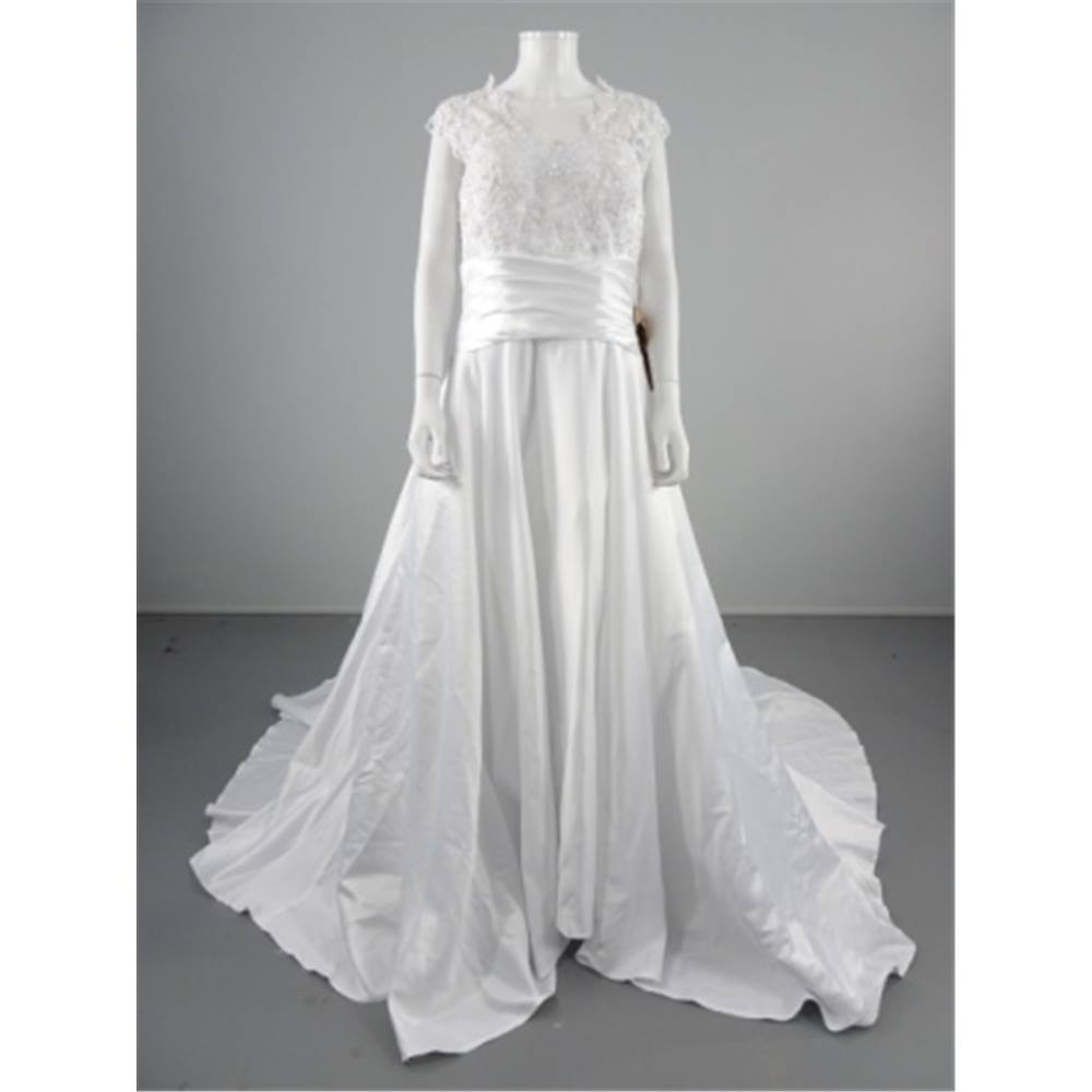Bnwt light in the box size 16 ice white wedding gown for Oxfam wedding dress shop