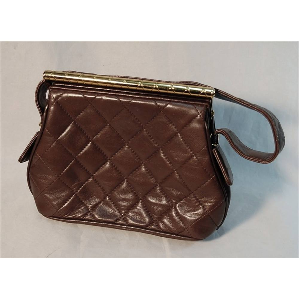 14b1c0dae95f6 Rare Vintage Chanel Handbag with Unique Quilted Gold Bar Closure ...