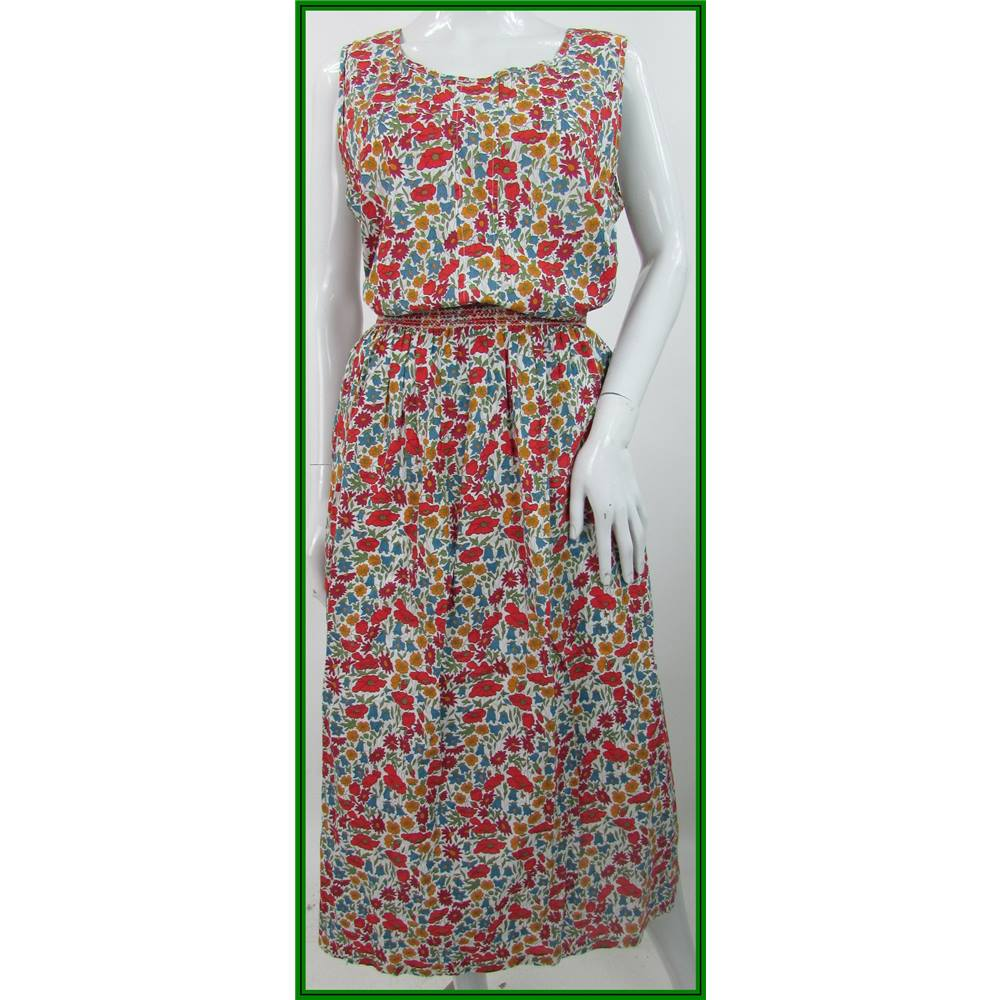 30a1e2f19 Liberty Plus - Size  14 - White With Colourful Floral Liberty Print -  Cotton Skirt. Loading zoom