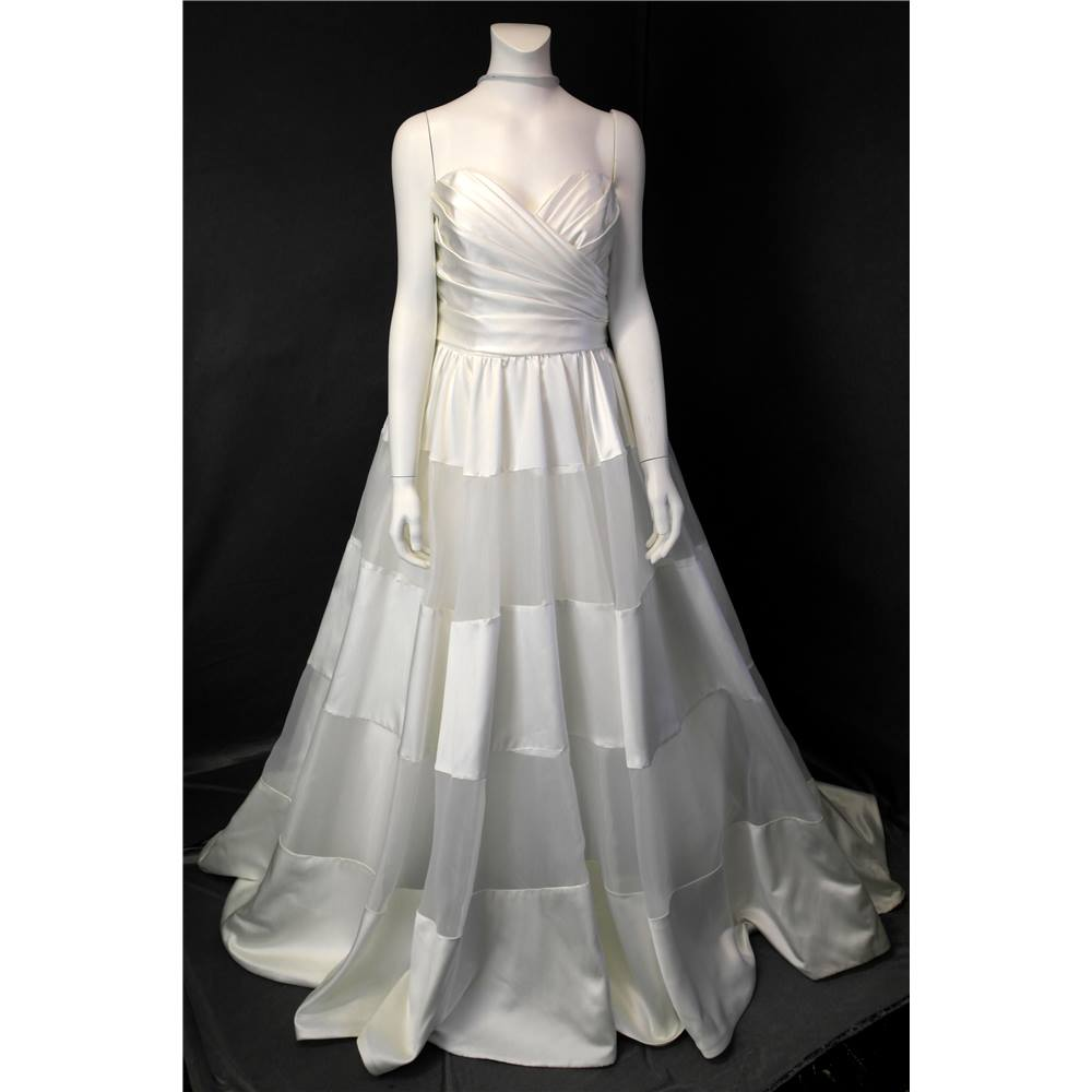 f48a1ac57f344 BNWT Alfred Angelo Size 14 Ivory Statement Designer Wedding Dress by Alfred  Angelo