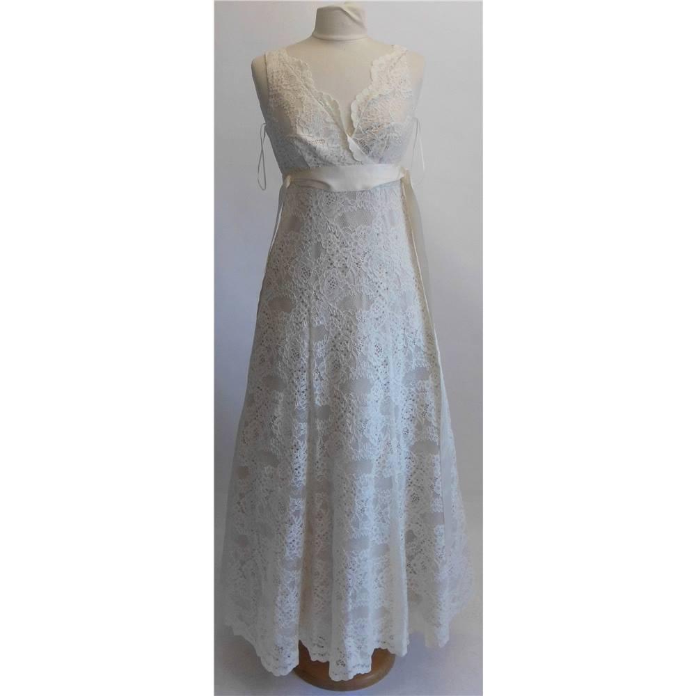 Sophie gray ivory wedding dress size 8 oxfam gb oxfam for Oxfam wedding dress shop