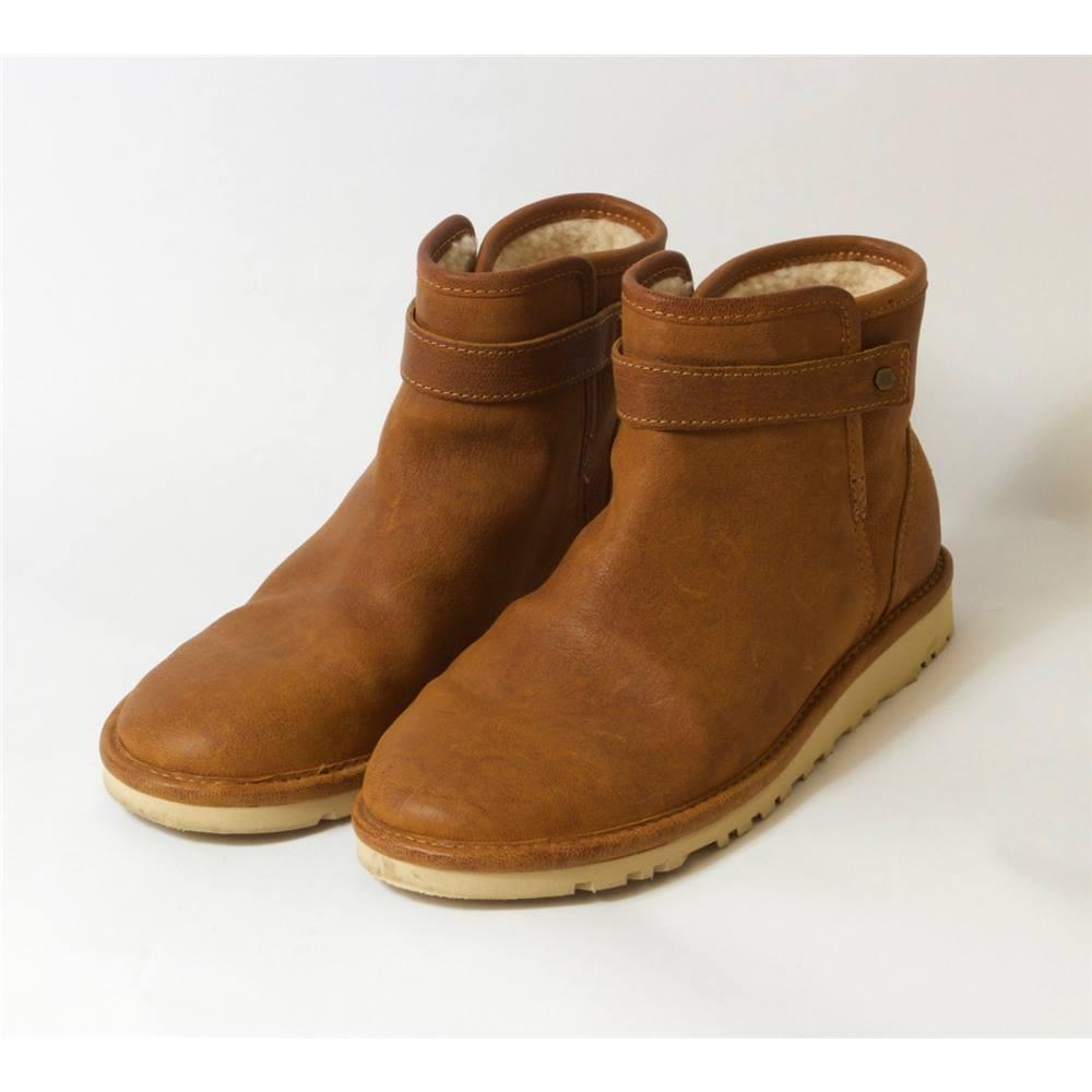 7c8c8c2107e UGG AUSTRALIA - Ladies' Boots - Size 5   Oxfam GB   Oxfam's Online Shop