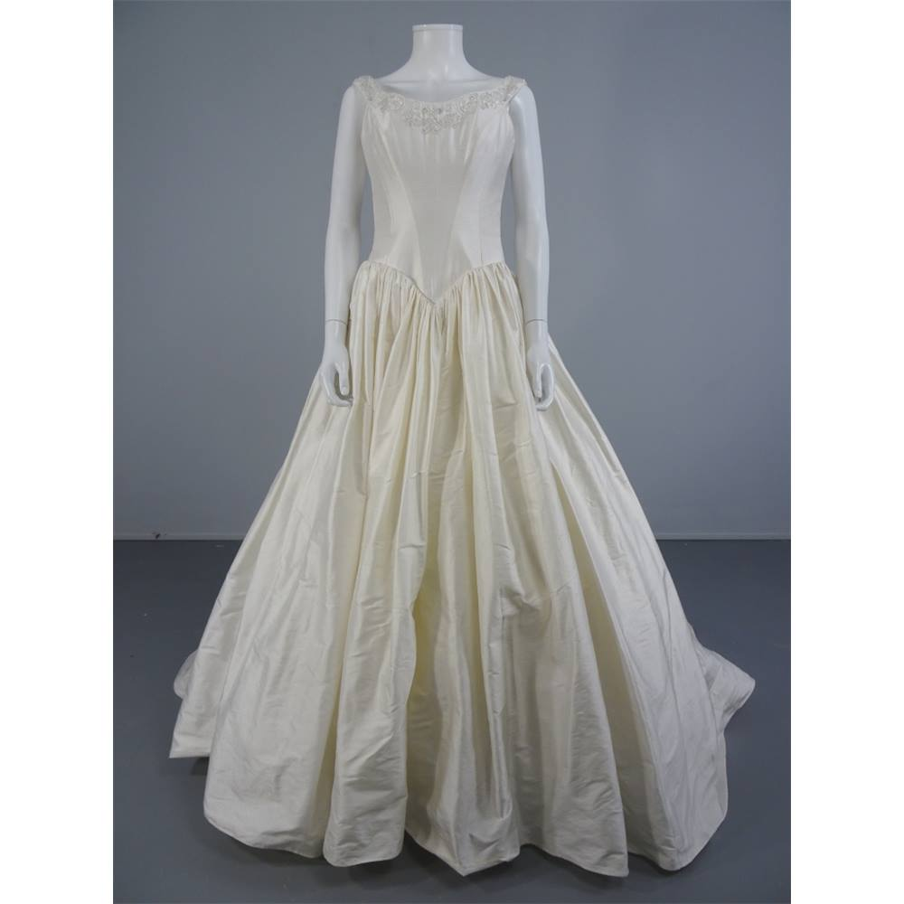Dizzie Lizzie Ivory Princess Style Size 10 Wedding Dress with ...