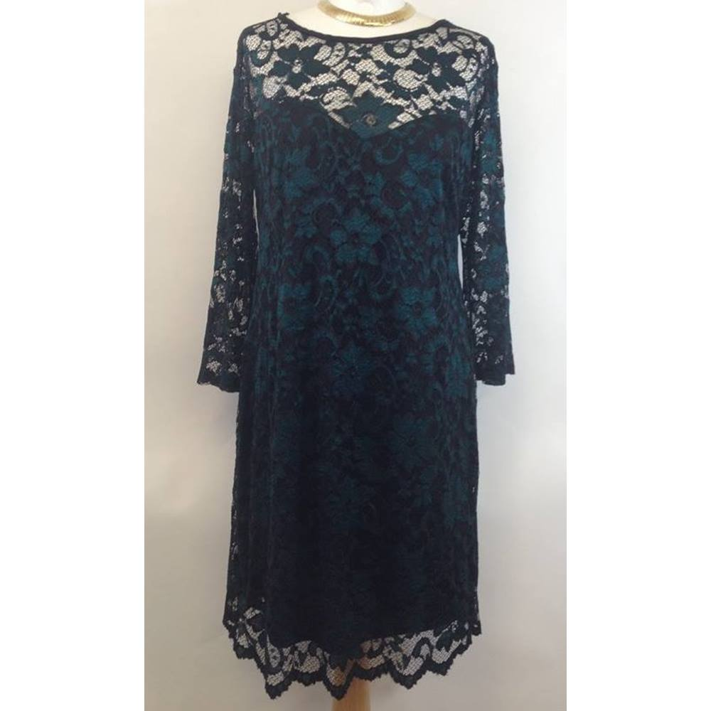 ac59fb66a91f0 BNWT Primark Atmosphere size 20 Green   Black Lace Evening Dress. Loading  zoom