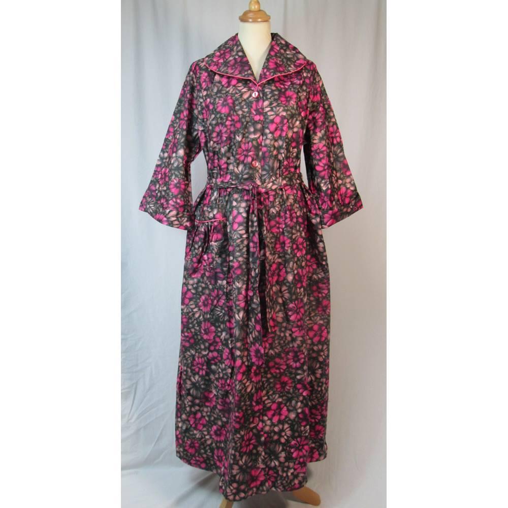 Plummers Vintage 60s - Size: L - Dark Pink floral - Dressing gown ...