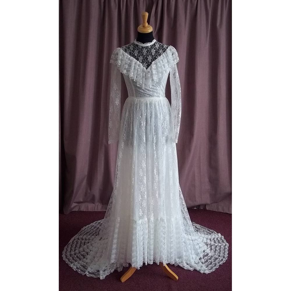 Pronuptia de paris vintage long sleeve wedding dress for Vintage wedding dresses paris
