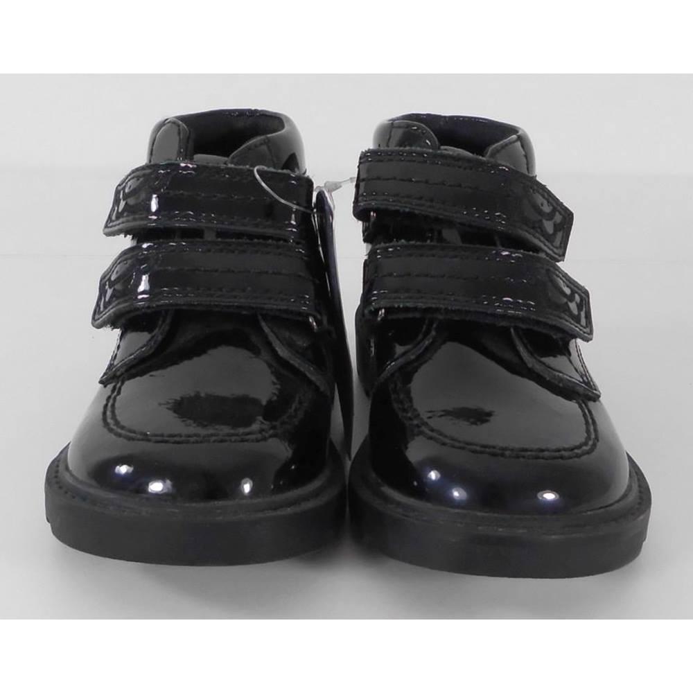 903ebd45fe66 M S Size  7 Black Girls Kids Trainers. Loading zoom
