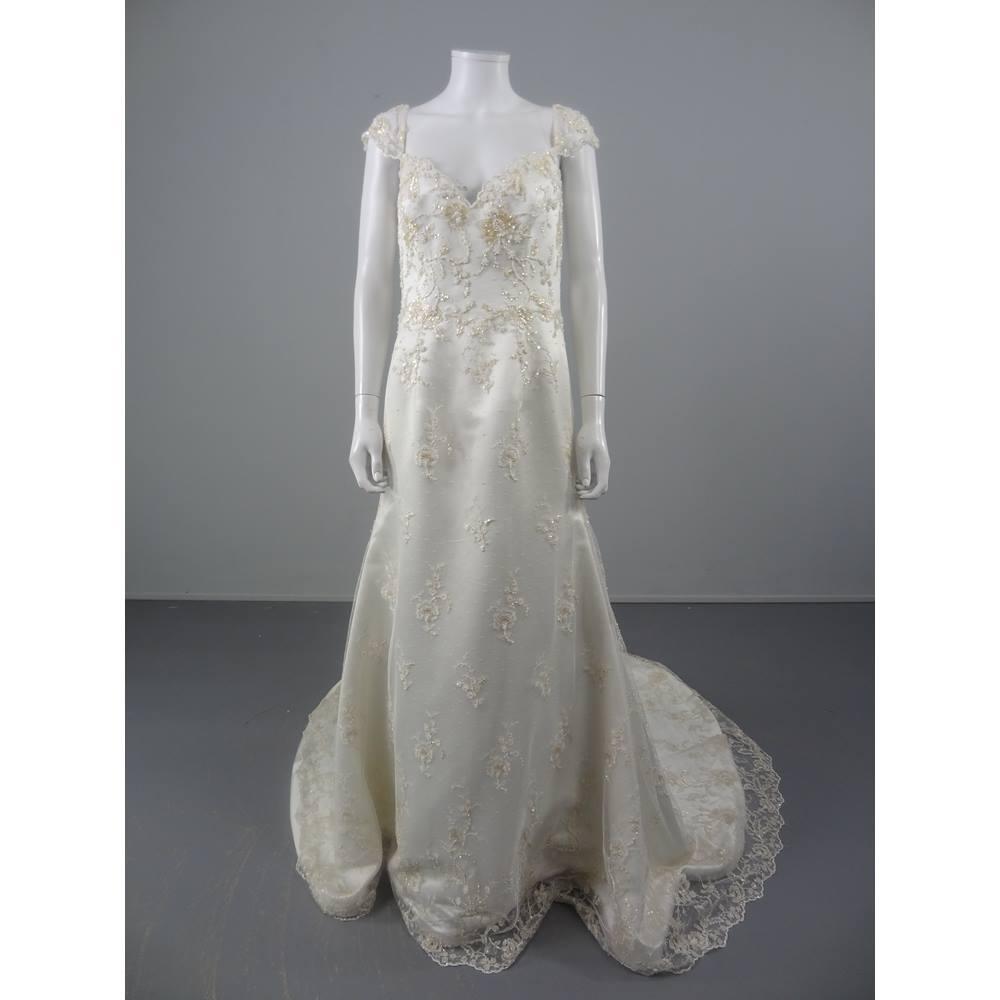 Bnwot augusta jones size 14 wedding dress with exquisite for Oxfam wedding dress shop